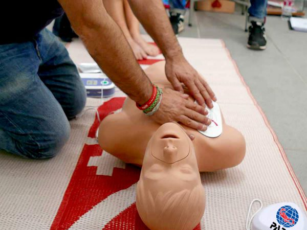 CPR_compression_training_3